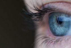 Hilangkan Kantung Mata Karena Kolesterol Dengan 4 Trik Ini