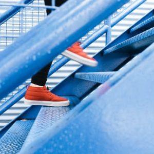 turun-naik-tangga